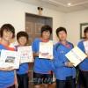 〈U-20녀자축구〉 조선선수들에게 응원메쎄지, 각지 동포, 학생들