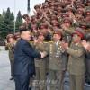 김정은원수님, 김일성군사종합대학의 교직원들과 기념촬영