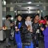 《설맞이》학생들이 도착/118명, 음력설공연으로 이행 후 최대규모