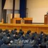 지바초중 교장이 하꾸료고등학교에서 강연/《지바학교를 지원하는 회》의 활동의 일환으로