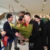〈삿보로 아시아대회〉조선선수단 제1진이 신지또세공항에 도착, 동포들이 열렬히 환영/제8차 겨울철아시아대회