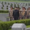 김정은원수님께서 조국해방전쟁승리 64돐에 즈음하여 조선인민군 지휘성원들과 함께 조국해방전쟁참전렬사묘를 찾으시였다
