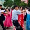 또 한차례의 성공, 넘치는 인민의 희열/노래와 춤으로 기쁨을 나누어