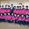 〈E-1 축구선수권대회・녀자〉안영학씨가 선수들을 격려방문
