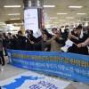 〈평창올림픽〉《정말로 반갑다》/총련동포응원단을 열렬히 환영하는 남측 시민들