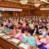 〈녀성동맹 제30차대회〉대의원들의 반향