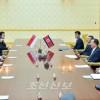 조선외무상과 싱가포르외무상 회담 진행