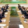 조선외무성 부상과 중국외교부 부부장 회담 진행