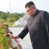김정은원수님께서 조국해방전쟁승리 65돐에 즈음하여 조국해방전쟁참전렬사묘를 찾으시였다