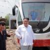 김정은원수님께서 새형의 무궤도전차와 궤도전차를 보시였다