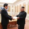 김정은원수님, 조선을 방문하고있는 률전서동지를 접견