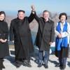 〈북남수뇌회담〉김정은원수님께서 문재인대통령과 함께 백두산에 오르시였다