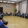〈민족통일대회〉김영남위원장이 남측과 해외측대표단들의 주요성원들을 만났다
