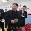 김정은원수님, 대관유리공장을 현지지도