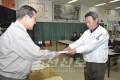 〈동일본대진재〉 김정일장군님의 위문금을 전달