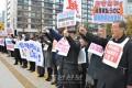 전동포적으로 《100만명서명운동》을/일본국회앞에서 유보무상화적용을 요구, 120여명이 분노의 함성