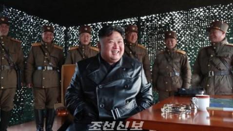 김정은원수님께서 전술유도무기 시범사격을 보시였다