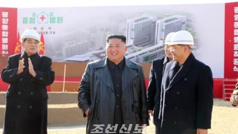 김정은원수님께서 평양종합병원착공을 현지에서 선포하시고 몸소 건설의 첫삽을 뜨시였다