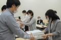 〈유보무상화〉합계7만 7,418필의 서명제출, 오사까와 효고에서 요청단