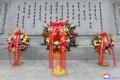 김정은원수님께서 중국인민지원군 조선전선참전 70돐에 즈음하여 우의탑에 꽃바구니를 보내시였다