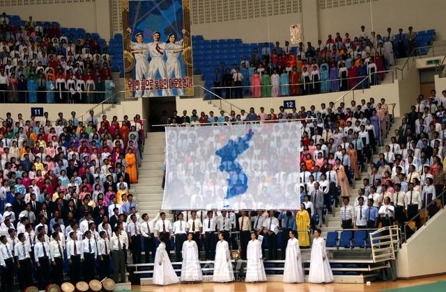 북, 남, 해외동포들과 북남당국이 참가하여 평양에서 진행된 6.15공동선언 5돐기념 민족통일대축전(2005년 6월)