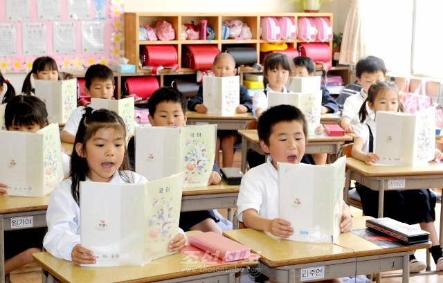 사이따마초중 학생들은 동포들의 기대와 믿음속에서 열심히 배우고있다. 사진은 초급부 1학년생들의 국어수업 모습(촬영=로금순기자)