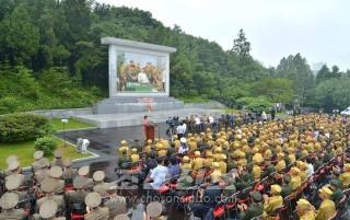 전승혁명사적관에서 진행된 위대한 조국해방전쟁승리 60돐경축 전쟁로병들과의 군민련환대회(조선중앙통신)