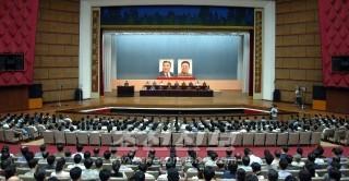 청년중앙회관에서 진행된 토론회(조선중앙통신)