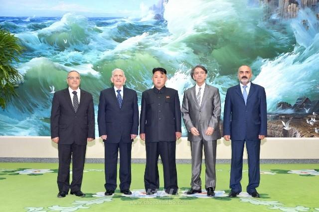 김정은원수님께서 전승 60돐 경축행사에 참가하기 위하여 조선을 방문하고있는 수리아대표단을과 접견하셨다.(조선중앙통신)