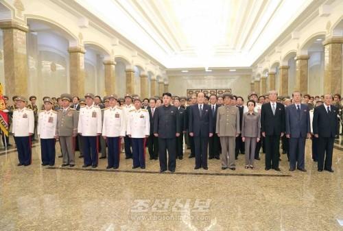 김정은원수님께서 조국해방전쟁승리 60돐에 즈음하여 금수산태양궁전을 찾으시였다.(조선중앙통신)