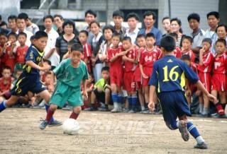 평양시내 운동장에서 대회가 진행되였다.(조선중앙통신)