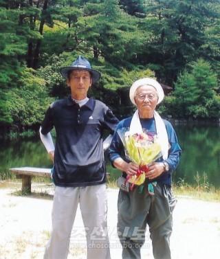 효고등산협회 초대회장을 맡아온 최종락씨(오른쪽)