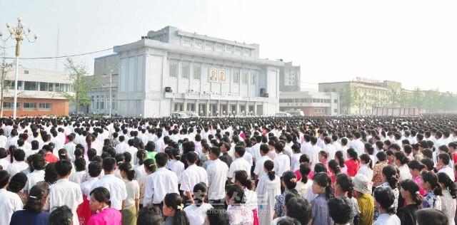 개성시 송도광장에서 진행된 조선인민과의 련대성집회(사진 김리영기자)