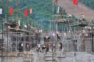 온 나라의 관심속에 일하는 건설자들의 사기는 충천하다.(사진 김리영기자)