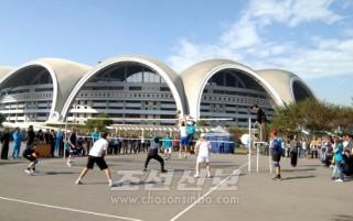 맑은 하늘아래 진행된 체육경기(조선중앙통신)