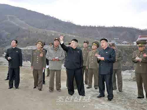 김정은원수님께서 마식령스키장건설장을 또다시 돌아보시였다.(조선중앙통신)