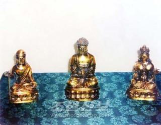 금강산 비로봉에서 새로 발견된 금동3존상(평양지국)