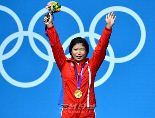 림정심선수(2012년에 진행된 런던올림픽 력기 녀자69kg급에서 금메달을 획득, 조선중앙통신)