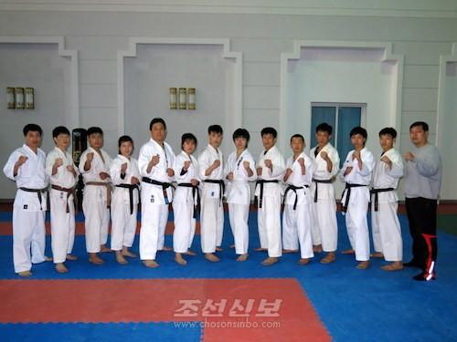 조대, 조고 선수들과 조국의 선수들의 가라떼 강화훈련 모습(사진 리태호기자)