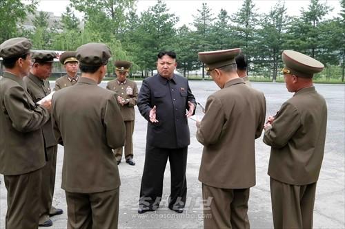김정은원수님께서 천마전기기계공장을 현지지도하시였다.(조선중앙통신)