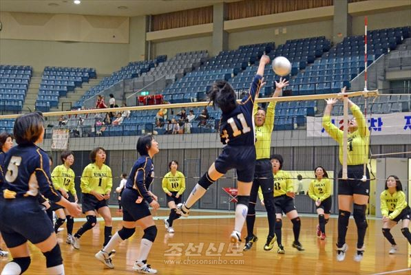 제23차 재일조선어머니중앙배구대회가 지바시내의 체육관에서 진행되였다.