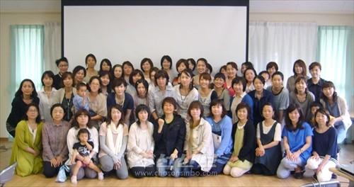 강의를 한 박사유감독과 어머니회 역원들