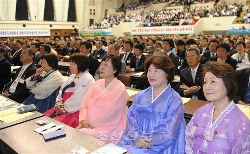 신심과 락관에 넘쳐있는 23전대회 대의원들