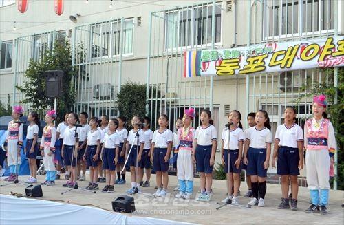 야회는 학생들의 공연으로 막을 올렸다