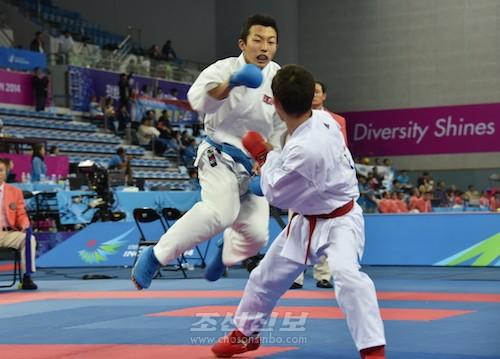 남자가라떼 개인대련 60kg급경기에 참가한 량기철선수(사진 리영덕기자)