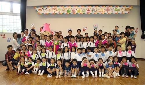 매해 1학기에 진행히고있는 어린이페수타에서는 학생들이 어린이들을 잘 돌보고있다.(사진은 올해 6월)
