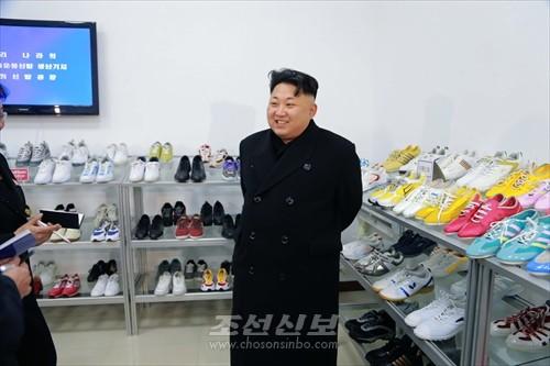 김정은원수님께서 류원신발공장을 현지지도하시였다.(조선중앙통신)