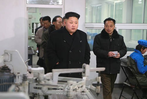 김정은원수님께서 강동정밀기계공장을 현지지도하시였다.(조선중앙통신)