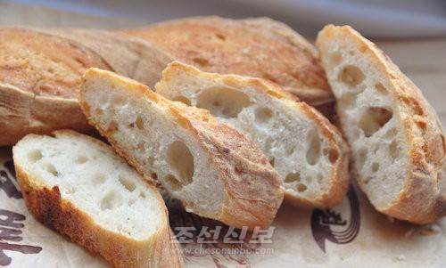 금컵체육인종합식료공장이 새로 내놓은 프랑스식호밀빵(사진 김리영기자)