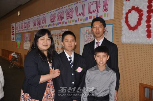 량선기학생의 입학을 축복하는 가족